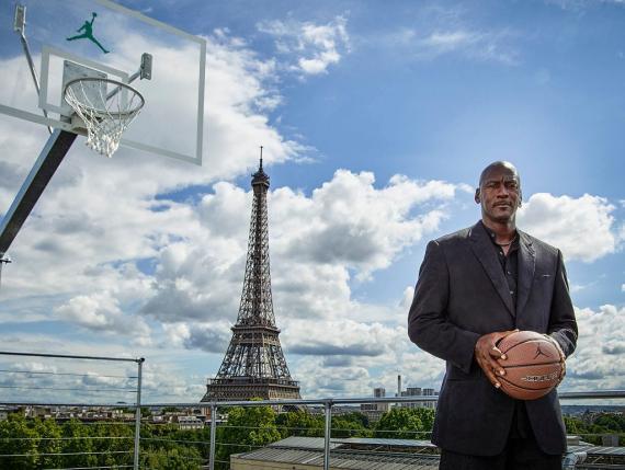 Michael Jordan es conocido como el mejor jugador de baloncesto de todos los tiempos. También es el más rico.