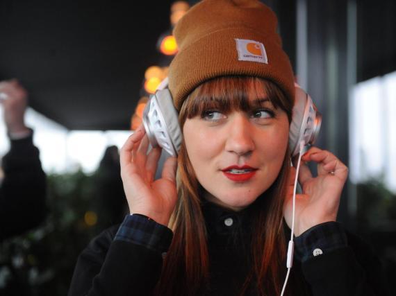 Si usas auriculares a diario, probablemente deberías empezar a limpiarlos.