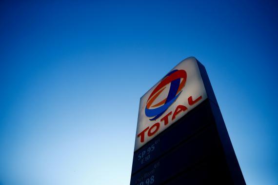 El logotipo de Total en una gasolinera de París