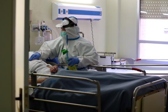 Paciente de coronavirus en el Hospital Príncipe de Asturias.