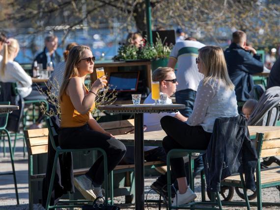 Gente en Estocolmo el 22 de abril.