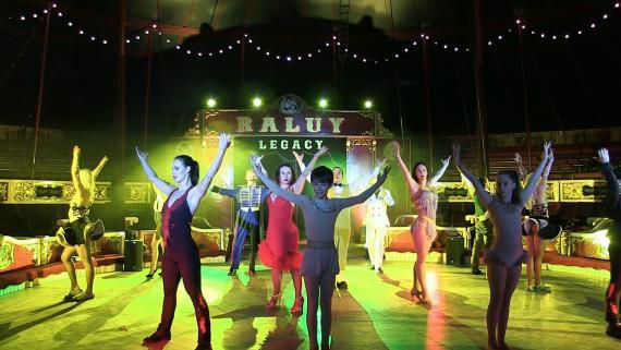 Artistas del Circo Raluy Legacy practicando en Reus,