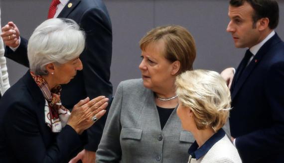 La presidenta del BCE, Christine Lagarde, la canciller alemana, Angela Merkel, la presidenta de la Comisión Europea, Ursula von der Leyen, y el de Francia, Emamanuel Macron