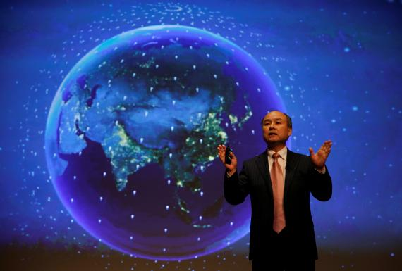 El presidente y CEO de SoftBank Group Corp., Masayoshi Son, participa en una conferencia de prensa en Tokio