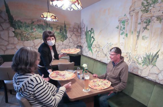 Restaurante italiano abierto en la ciudad de Bonn (Alemania), durante la pandemia de coronavirus