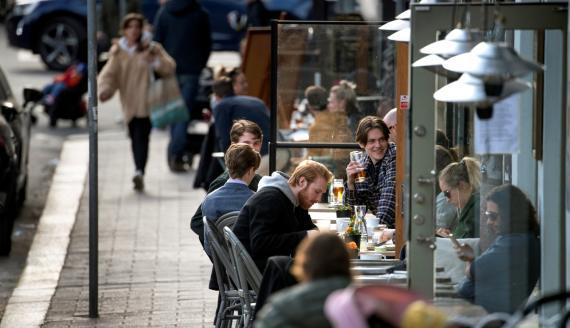 La terraza de un bar en Estocolmo durante la pandemia de coronavirus