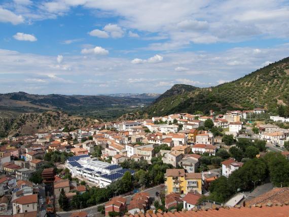 Una vista aérea de Valsinni, un pueblo del sur de Italia situado a unas tres horas de Cinquefrondi.