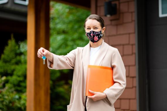 Una agente inmobiliaria durante la crisis del coronavirus