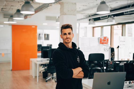 Álex Huertas ha creado el curso especializado en emprendimiento 'De 0 a 1 millón', basado en su propio experiencia como emprendedor.
