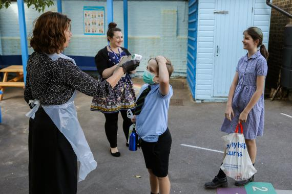 Alumnos vuelven a clase tras el confinamiento