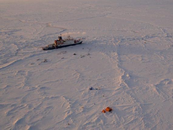 El Polarstern está atrapado en el hielo del ártico.