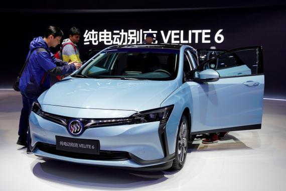 La presentación de un coche eléctrico de GM en Shanghái, China.