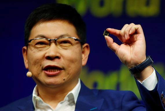 Richard Yu, CEO de la división de consumo de Huawei, presenta el Kirin 990.
