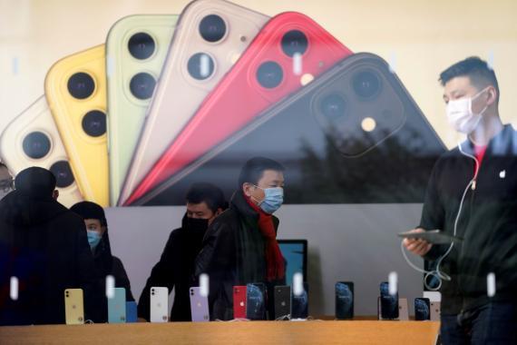 Una tienda de Apple en China durante la pandemia del coronavirus.