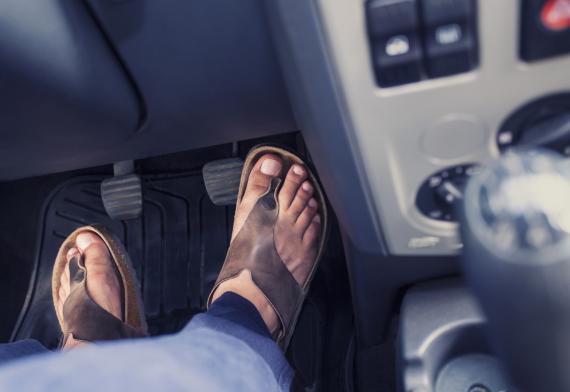 Chanclas en el coche