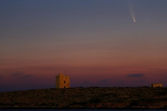 El cometa C/2020 o Neowise visto desde Malta.