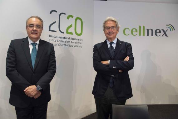 El consejero delelgado de Cellnex Telecom, Tobías Martínez, y el presidente, Franco Bernabè, en la junta de accionistas de 2020.