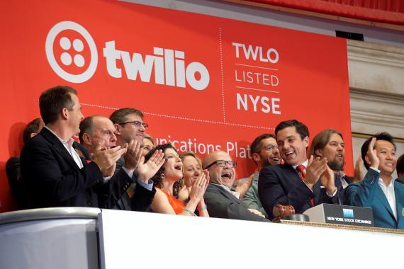 Directivos de Twilio tocan la campana en Wall Street.