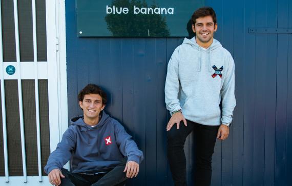 Los fundadores de Blue Banana Brand, Juan Fernández Estrada y Nacho Rivera.