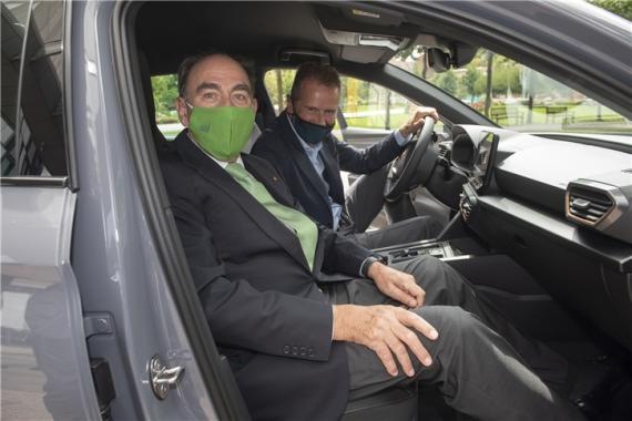 El presidente del grupo Iberdrola, Ignacio Galán, junto al CEO del Grupo Volkswagen y presidente del Consejo de Administración de Seat, Herbert Diess