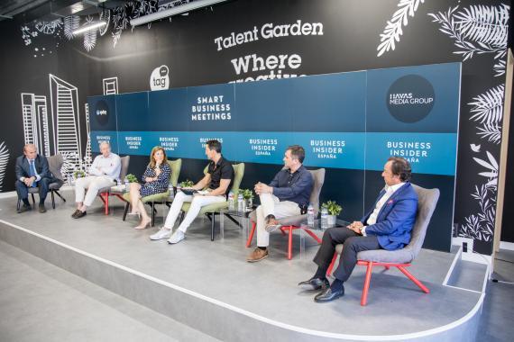 Ponentes del IX Smart Business Meeting moderados por el CEO de Axel Springer España, Manuel del Campo.