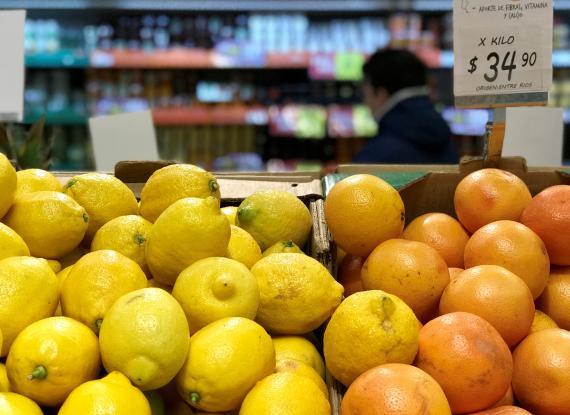 Limones en un supermercado