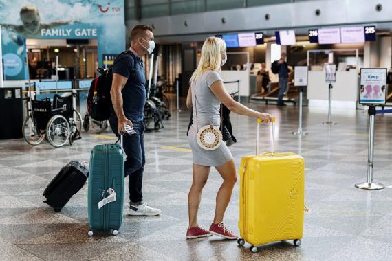 Pasajeros en el Aeropuerto de Helsinki-Vantaa,en Finlandia.