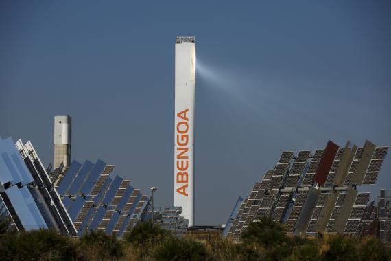 Una planta solar de Abengoa en Sanlucar la Mayor.