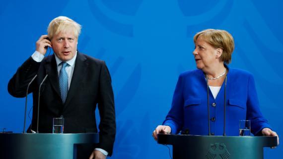 El primer ministro británico, Boris Johnson, y la canciller alemana, Angela Merkel