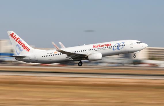 Un avión de Air Europa despegando en el Aeropuerto de Palma de Mallorca.