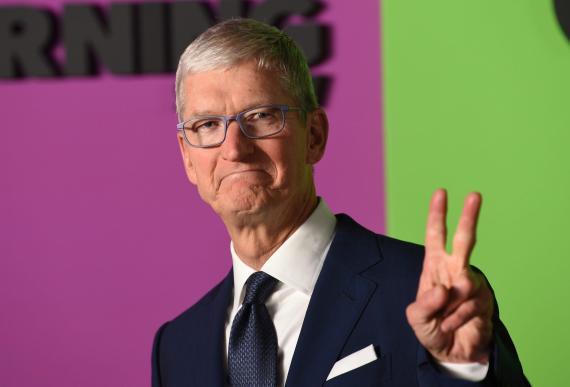 """El CEO de Apple, Tim Cook, asiste al estreno mundial de """"The Morning Show"""" de Apple en el David Geffen Hall el lunes 28 de octubre de 2019, en la ciudad de Nueva York."""