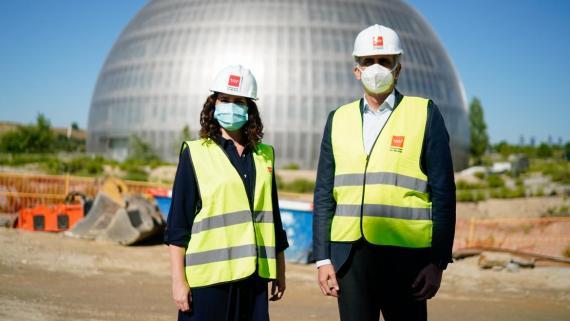 La presidenta de la Comunidad de Madrid, Isabel Díaz Ayuso, junto con su consejero de Sanidad, Enrique Ruiz Escudero.