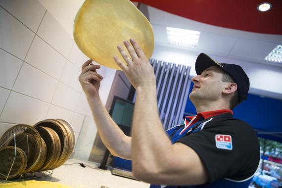Cuánto gana un empleado de Domino´s Pizza