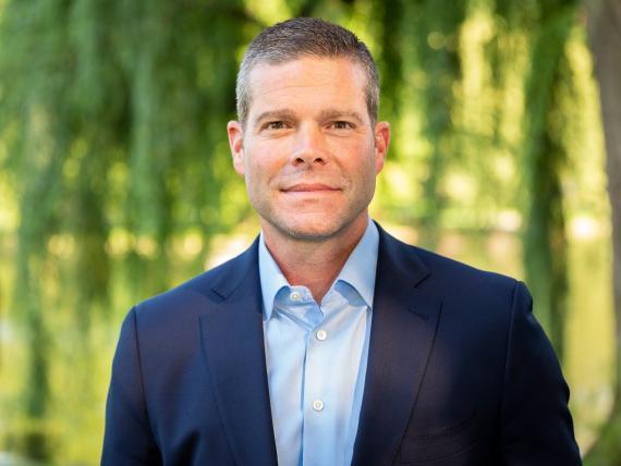 El director financiero de PayPal, John Rainey