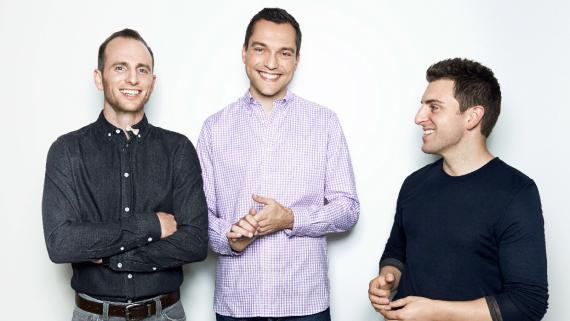 El trío de cofundadores de Airbnb: Joe Gebbia, Nate Blecharczyk y Brian Chesky.