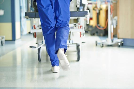 Personal sanitario en un hospital.