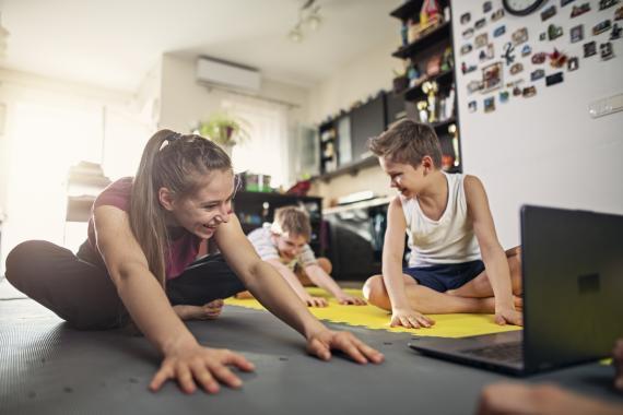 Hacer ejercicio en familia.