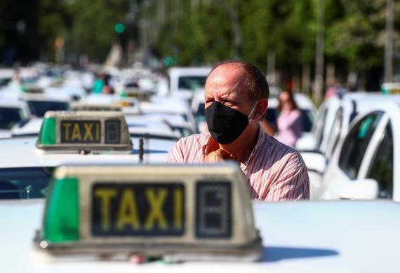 Un taxista en la huelga convocada en Madrid durante el coronavirus.
