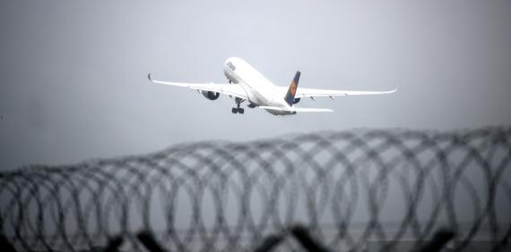 Un avión de Lufthansa despega en el Aeropuerto Internacional de Múnich.