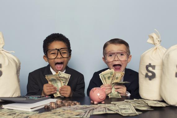 Niños ricos con dinero