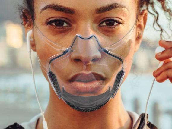 Esta mascarilla transparente también es autodesinfectante gracias a un sistema integrado de lámpara UV.