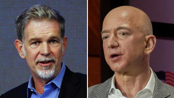 Reed Hastings, CEO de Netflix, y Jeff Bezos, CEO de Amazon.