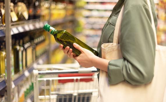 Resolvemos la eterna duda: ¿caduca el aceite de oliva?
