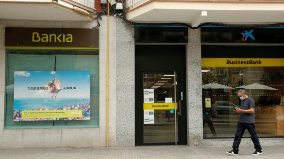 Oficinas de Bankia y CaixaBank.