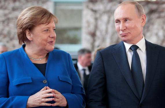 La canciller alemana, Angela Merkel y el presidente ruso, Vladimir Putin.