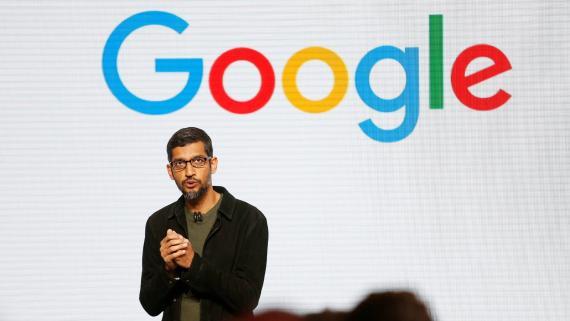El CEO de Google, Sundar Pichai, habla durante la presentación del nuevo hardware de Google en San Francisco