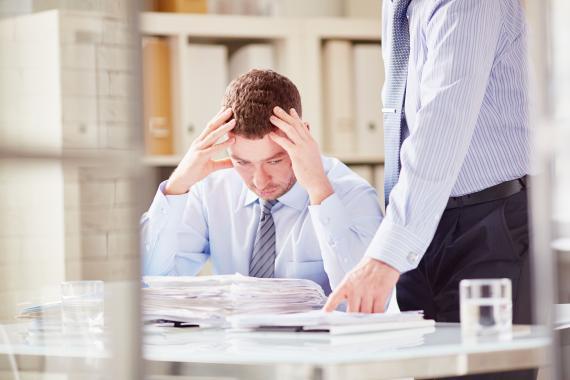 Cómo actuar ante el acoso laboral