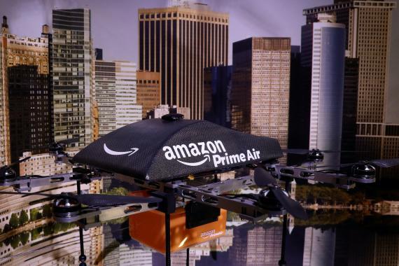 Dron de Amazon en una exposición