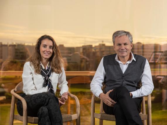 Los fundadores de Goggo Network, Yasmine Fage y Martin Varsavsky.