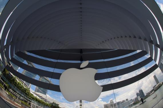 Logotipo de Apple en su nueva tienda de Marina Bay en Singapur